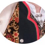 I halsen på Valdresbunaden bæres et Gotiske kors i sølv. Sølvnålen i halsen på skjorten til Gudbrandsdalbunaden lages som et klassisk anheng med Gotiske kors. Mansjettknappene er i likhet med knappene på jakke, bukse og vest dekorert med Fembladsrosa som fra gammelt av også ble kalt «Bergensølv».