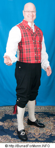 Bunad For Menn er stolte av å ha tatt i bruk det stripede håndvevete bomullsstoffet i ryggen på sin Rutavest fra Gudbrandsdalen.