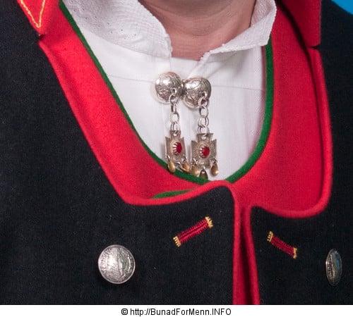 Gotiske sølvkors kors med anheng.