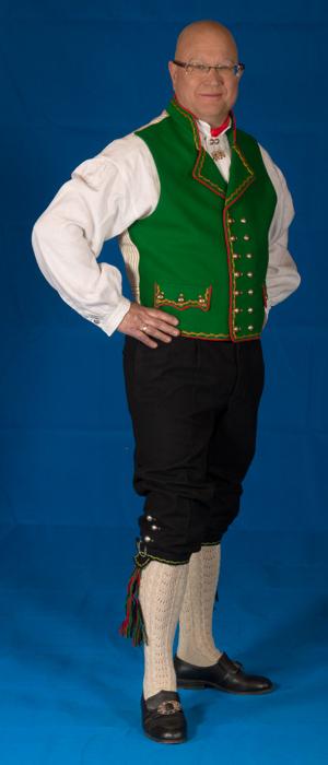 I dag er det mest vanlig å bruke Engelsk klede i bunaden da dette er et mere eksklusivt materiale fra gammelt av og var den dyre varianten av ullstoff.