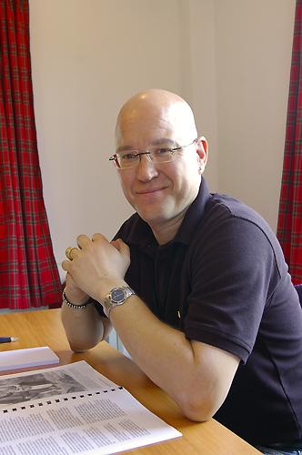Henning Kumle ved skrivebordet