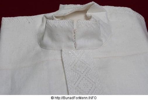 Linskjorten er lett å stryke, kan vaskes i maskin i tillegg til at den puster slik at det ikke blir klamt og varmt å bruke bunaden.