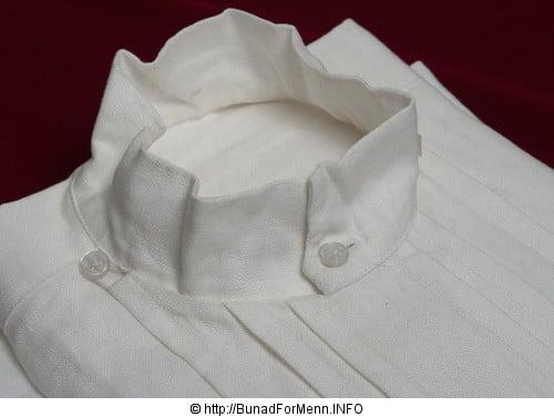 Linskjorten til mannsbunaden fra Norland er laget av aller beste kvalitet. Dette er et lin som er lett å stryke og kan koke vaskes om du skulle være så uheldig å søle på skjorten.