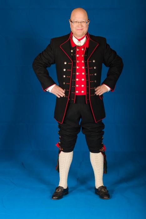 Manssbunad fra Fana består av lang jakke i Engelsk klede.