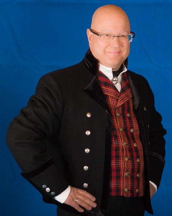 Jakken til Valdresbunaden er en kort jakke laget i Engelsk klede, som er et ullstoff vevet som såkalt toskafta materiale av ren ull med innblanding av Merinoull.