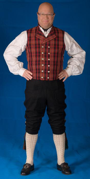 Buksen til mannsbunad fra Valdres er laget av samme materiale som den korte jakken. Her er det brukt Engelsk klede av aller beste kvalitet.