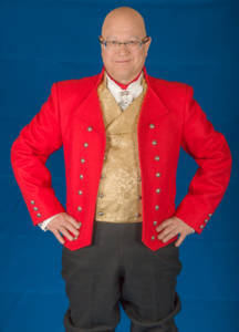 Herrebunad fra Vestfold med rød jakke.