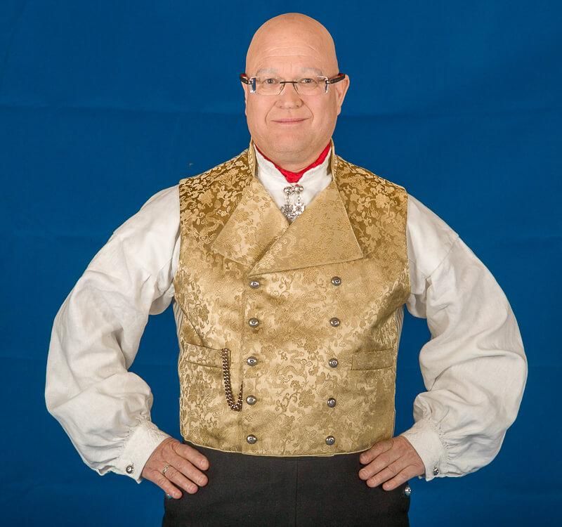 Gul silkebrokadevest til herrebunad fra Vestfold med gul jakke.