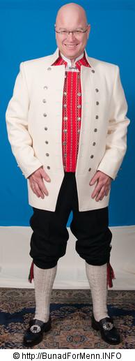 akken (frakken) til bunaden er laget i svart eller hvit Engelsk klede, som er et ullstoff vevet som såkalt toskafta materiale av ren ull med innblanding av Merinoull.