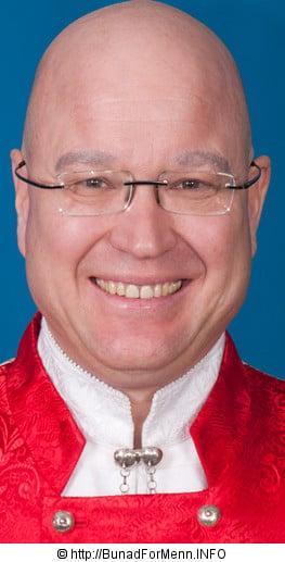 Henning Kumle fra Bunad For Menn med sølvsmykke til Nordmøre bunad