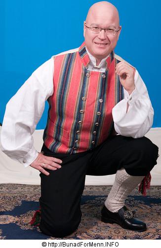 Mansjettknappene er dekorert med fembladsrosa som fra gammelt av også ble kalt «Bergensølv» Grunnen til dette var at Bergen var kjent for sin produksjon av kvalitetsølv.