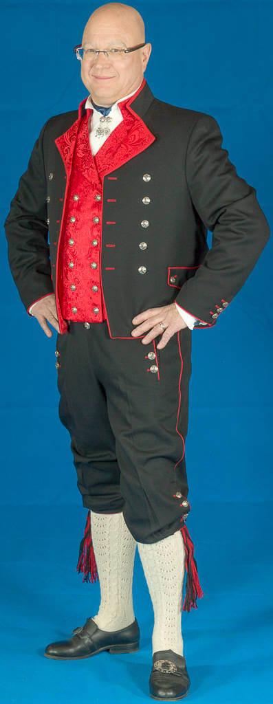 Herrebunad fra Rogaland med rød vest