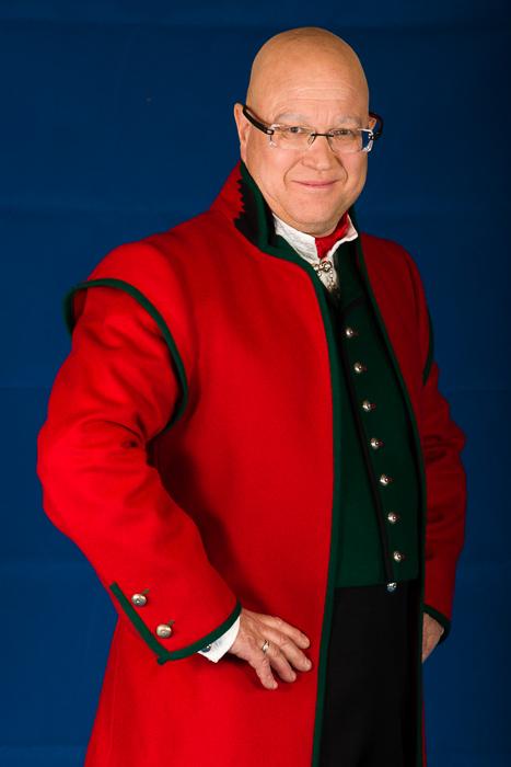 Hosebåndene lages i mange ulike varianter som står til det ulike mønsteret og farger på vestene som hører til Sognebunaden med rød jakke.
