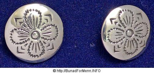 Sølvknappene og sølvpennene som brukes på Valdresbunaden er formstøpt av 920 sterling som er den internasjonale standarden for rent sølv.