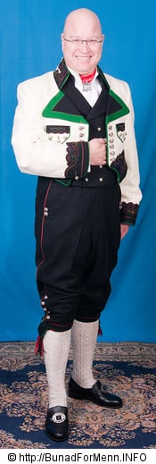 Det er viktig at buksene har et snitt hvor linningen på buksen går på navlen og buksen henger i bukseselene. Det må være nok materiale i nikkersen til at man kan sette seg uten at buksen blir trukket opp ved knærne. Hvis dette skjer er buksen for kort. Det er viktig og huske på at bunader er gamle plagg med annerledes snitt en hva man bruker i dag.