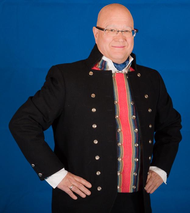 Bunad For Menn lager to type bunader fra Trøndelag. Den en bunaden som på folkemunne kalles Gauldalsbunad har hvit jakke mens den tradisjonelle Trønderbunaden har svart jakke.