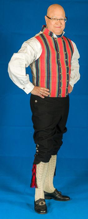 Jakken (frakken) til bunaden er laget i svart eller hvit Engelsk klede, som er et ullstoff vevet som såkalt toskafta materiale av ren ull med innblanding av Merinoull.