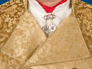 Halsnål i sølv med gotisk kors.